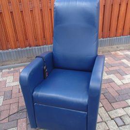 USED Elektrische sta op / relax fauteuil in nieuwstaat