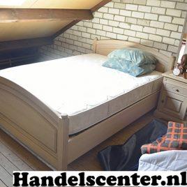 Klassiek 2 persoons-bed incl. 2 nachtkastjes